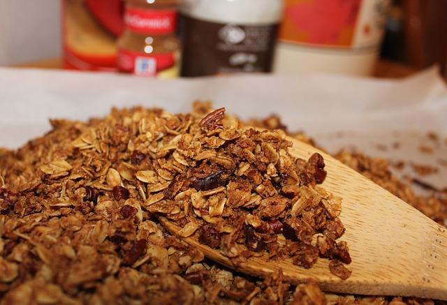 granola, oats, cinnamon